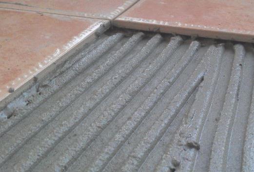 为什么瓷砖粘结剂不能厚贴,太厚!导致掉砖~