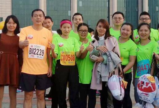 越跑越年轻,青龙防水广西公司连续3年参加南宁国际马拉松