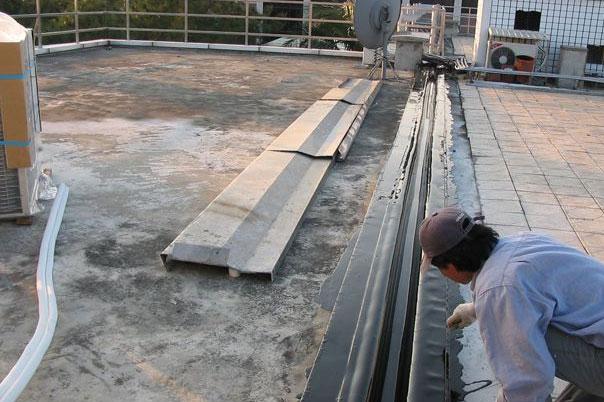 橡胶沥青嵌缝油膏做法?屋面油膏嵌缝怎么做?