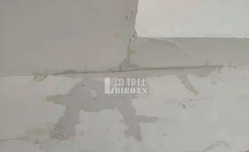 屋顶漏水补漏材料用什么好?屋顶漏水怎么处理?