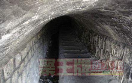防水质量问题:反挑梁过水洞渗漏水