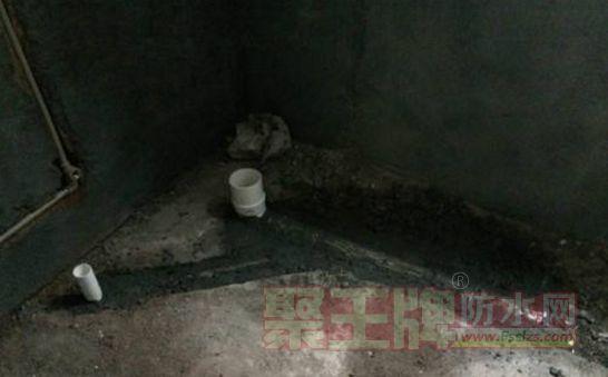 对墙根阴角处、排水管根处及地漏处等接缝渗水风险较大处进行细部附加防水处理
