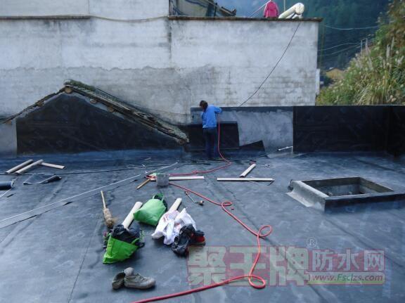 屋面防水材料如何选择?屋面防水用什么材料好?卷材还是防水涂料啊?