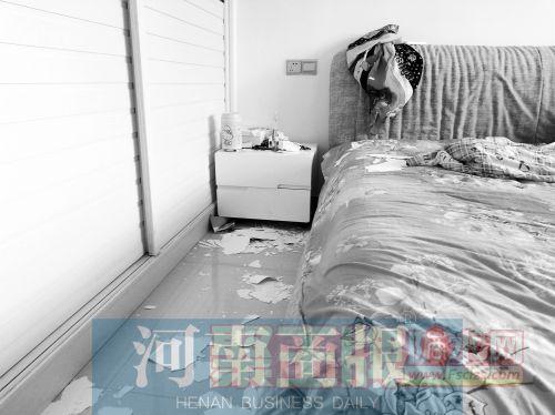 郑州一小区新房变水帘洞,漏水一年没人管.jpg