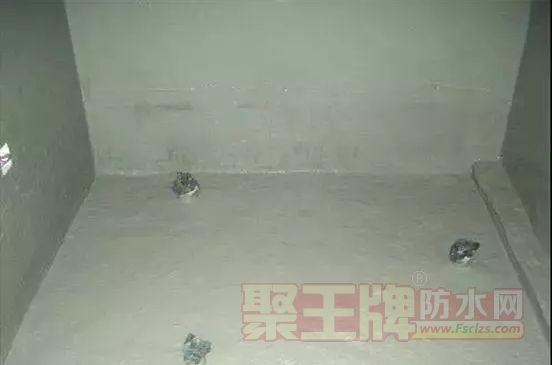 K11防水涂料做卫生间,防水后墙面瓷砖起鼓、脱落,究竟谁之过错?