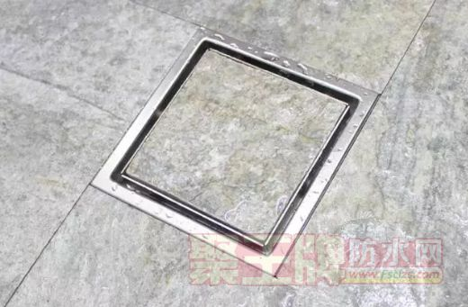 如果阳台或洗手间的地砖铺贴为错位式铺贴方案,则可以将地漏设在四块瓷砖的交汇处