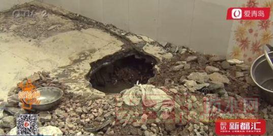 地下室漏水一月多 小区居民不分昼夜忙抗洪.png