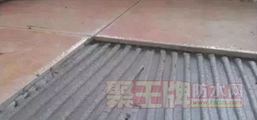 材料选择或施工操作不当,瓷砖易脱落