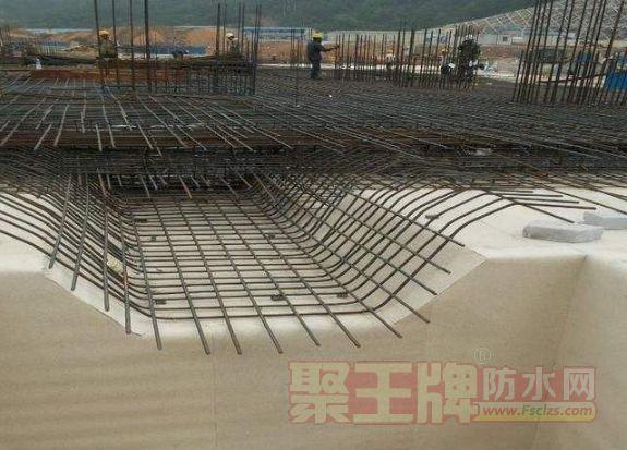 地下防水工程中结构底板防水的预铺反粘系统工艺