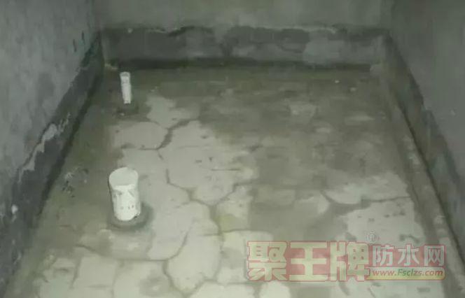 防水层表面存在泛白