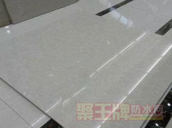 瓷砖铺贴:玻化砖上墙一定要刷瓷砖背涂胶?为什么?