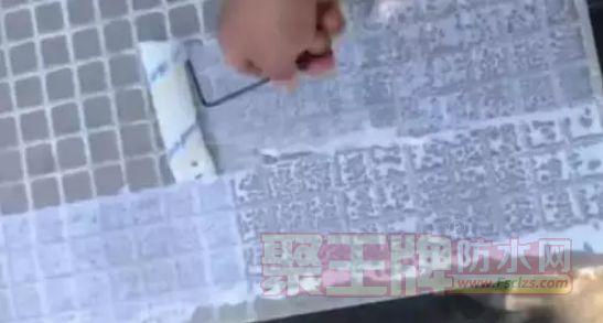 瓷砖铺贴:玻化砖上墙一定要刷背胶?为什么?