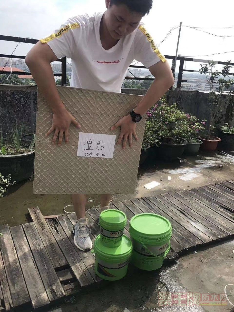 新疆嘉佰丽防水店 新疆程总搭乘6小时飞机来广州签约加盟嘉佰丽防水