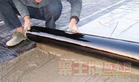 为什么采用湿铺自粘沥青防水技术的工程渗漏率高?