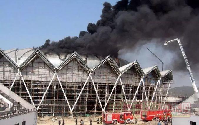 防水卷材施工为什么起火 防水卷材的燃烧性能如何评价最合理?.png