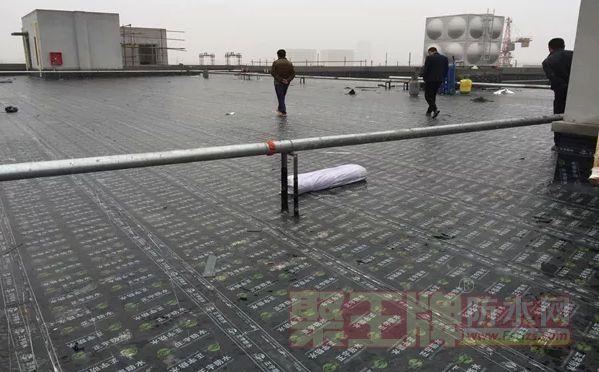 屋面防水施工方案 看房地产开发商如何做屋面防水施工!